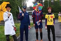 Pardubice v úterý ovládli studenti maturitních ročníků převlečení do rozličných kostýmů.