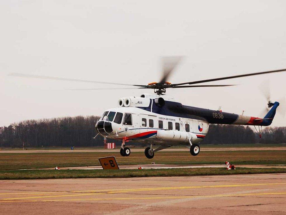 Ministryně přiletěla vrtulníkem z Chrudimi