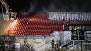 Požár haly zemědělského objektu v Rokytně.