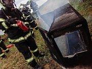 U Kostěnic v pátek ráno došlo k požáru fotovoltaické elektrárny.
