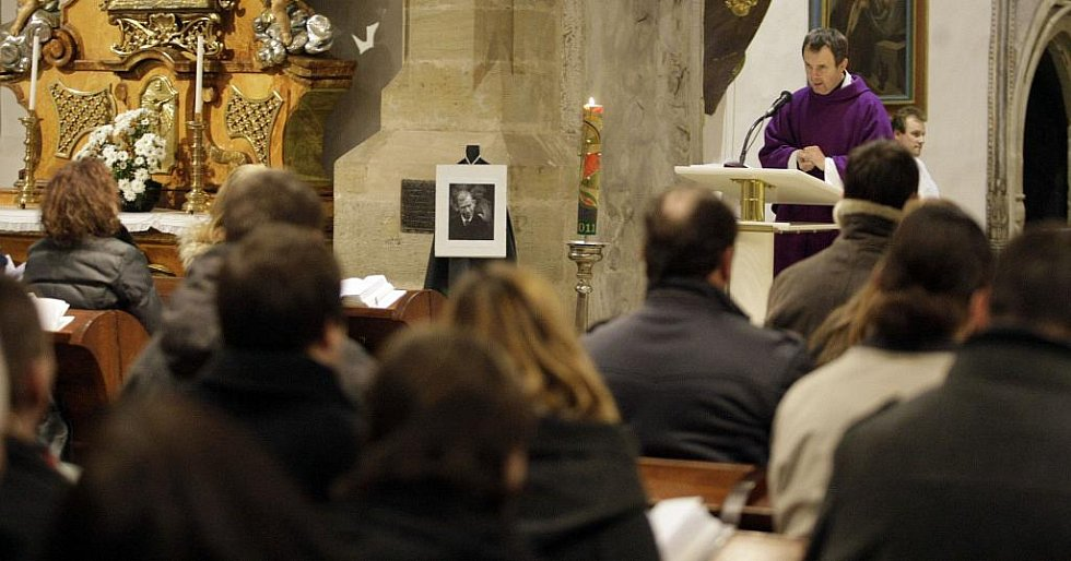 Úmrtí Václava Havla si věřící připomněli i věřící při mši v kostele sv. Bartoloměje v Pardubicích.
