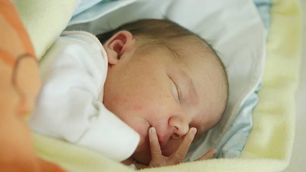 Karolína Zelinková se narodila 11. dubna v 5:28 hodin. Vážila 3430 gramů. Maminku Elišku u porodu podpořil tatínek Jiří a rodina je z Duban.