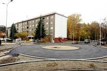 Nově budovaný kruhový objezd na křižovatce ulic Gorkého a Československé armády. Nutnost, nebo zbytečnost?