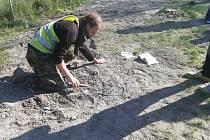 Archeolog Tomáš Záruba při dohledávce