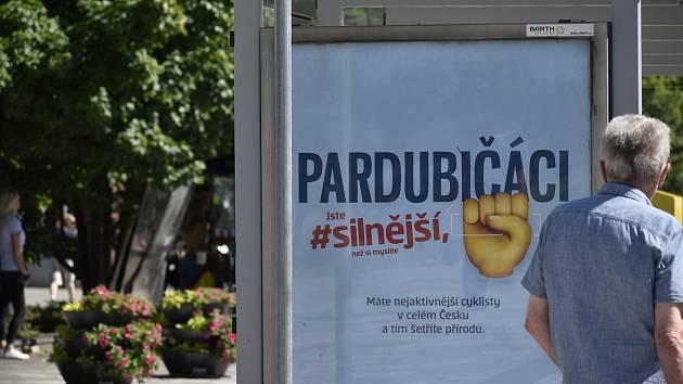 Na zmatek v pojmenování pardubických občanů doplatila také Česká spořitelna, která ve své kampani použila méně obvyklý výraz. Po stížnostech nechala plakáty přetisknout.