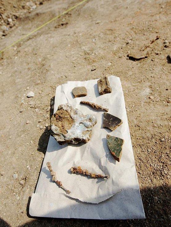 Záchranný archeologický průzkum u Medlešic provádějí také studenti pardubické univerzity
