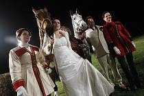 Netradiční svatbu vidělo pardubické závodiště v roce 2008. Martin Hofman s Milanou Pobudovou si ANO řekli přímo u Taxisova příkopu