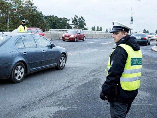 Na dopravu v okolí dostihového závodiště dohlížely posílené policejní hlídky