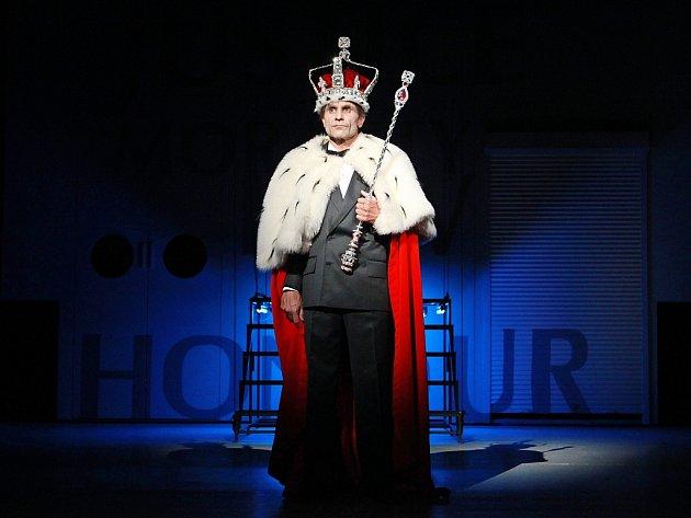 Martin Mejzlík jako Richard III. exceluje v roli chladného a bezcitného manipulátora