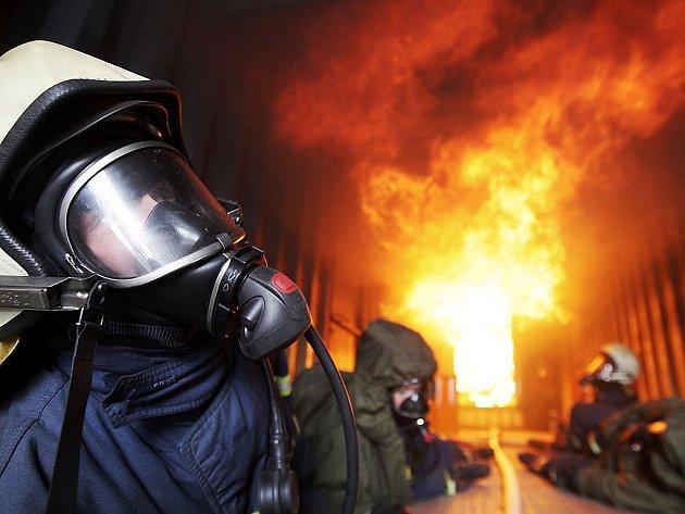 Uvnitř hasičského výcvikového kontejneru Flashover