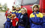S ukázkou požárního útoku se předvedli i 'minihasiči' z Břehů