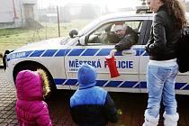 Policejní Ježíšek. Vánoční tradice bohdanečských strážníků.