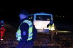 Při nehodě u Dražkovic na Pardubicku se srazil osobní automobil s autobusem.