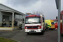 K požáru filtru odsávacího zařízení vyjížděli v pondělí hasiči do firmy ve Starém Mateřově.