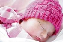 Maya Vlčíková se narodila 21. února v 19:17 hodin. Měřila 48 centimetrů a vážil 2800 gramů. Maminku Martinu u porodu podpořil tatínek Miroslav a rodina je z Pardubic.