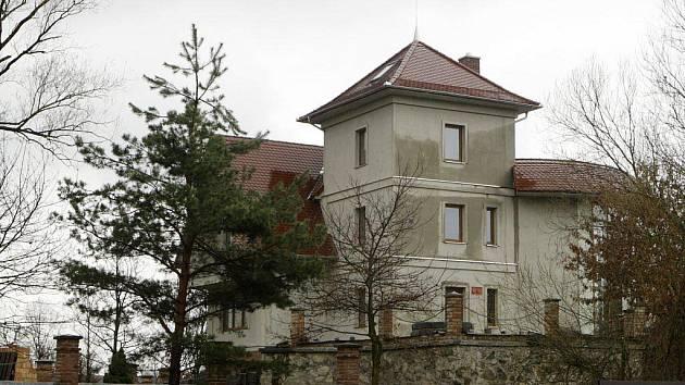 Černá stavba pardubického podnikatele Miloše Holečka se nachází Na Ležánkách