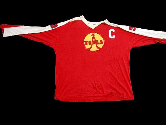 Mnoho historických dresů se nedochovalo. Na některé se zase necitlivě našily reklamy.