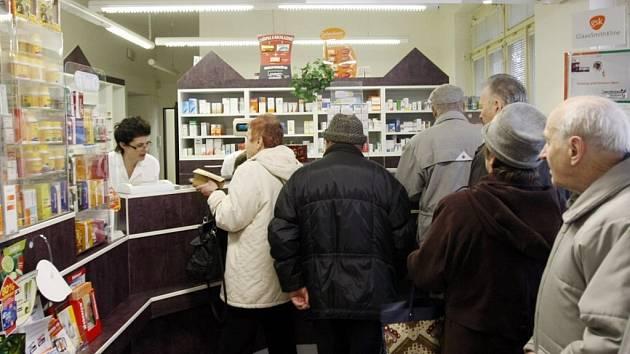 Čekání v lékárně pardubické nemocnice se teď kvůli darovacím smlouvám prodlužuje.