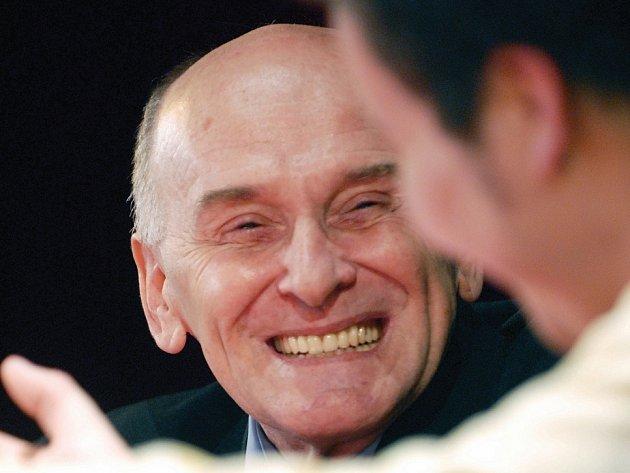 Herec Václav Mareš byl v pardubickém kulturním domě Hronovická hostem osmého pokračování zábavného pořadu Zdravíčko.