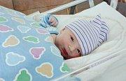 ALEXANDER VLASÁK se narodil 13. dubna v 8 hodin a 50 minut. Měřil 51 centimetrů a vážil 3600 gramů. Maminku Patricii podpořil u porodu tatínek Tomáš.