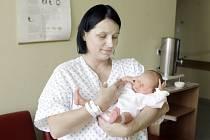 KAROLINA IWONA SMORAVINSKA se narodila 11. září v 17 hodin a 49 minut. Měřila 48 centimetrů a vážila 2930 gramů. Maminka Iwona a tatínek Marcin bydlí v polském Domaszkówě.