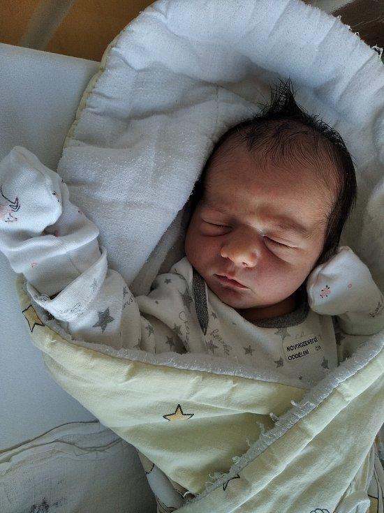 Marek Tichý se narodil 30. 8. 2021 v 22:49 hodin. Měřil 51 cm a vážil 3870 g. Velikou radost udělal tatínkovi Jiřímu a mamince Janě. Doma v Chrasti se na něj těší sestřička Gábinka a bráška Kryštůfek.