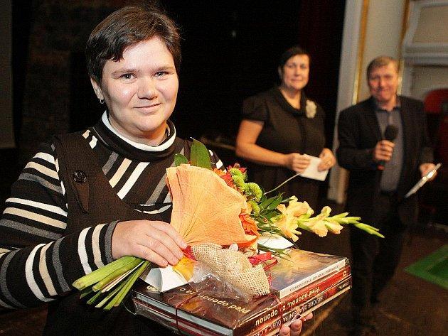 Stotisícím divákem v hledišti Východočeského divadla Pardubice se letos stala Lenka Půhová z Osic u Hradce Králové