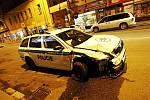 Na plnohodnotnou náhradu tohoto nabouraného vozu čekají policisté z hlídkové služby přes sedm měsíců. Zatím však marně. Vedení krajské policie se začátkem roku vyjádřilo, že k nápravě dojde již brzy. Jak by to  asi vypadalo, kdyby to bylo později...?