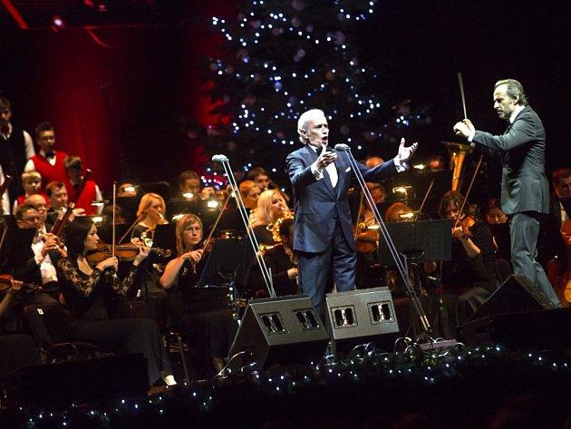 José Carreras vystoupí v Pardubicích s Komorní filharmonií Pardubice a sborem Bonifantes.