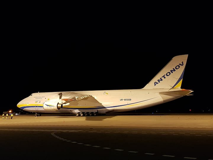 Obří Antonov na letišti v Pardubicích
