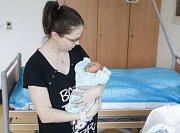 LUKÁŠ HUTLA se narodil 25. dubna v 15 hodin a 29 minut. Měřil 46 centimetrů a vážil 2870 gramů. Maminku Petru u porodu podpořil tatínek Karel a bydlí v Nemošicích.