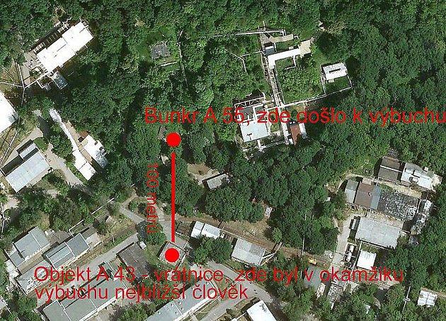 Podrobnější mapa místa výbuchu. Cca 100metrů od bunkru se nachází vrátnice, kde se vokamžiku výbuchu nacházeli lidé nejblíže výbuchu. Vyvázli se zraněními, nejčastěji od střepů.