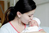Sára Jandlová se narodila 16. dubna v 10:26 hodin. Vážila 2 550 gramů a měřila 47 centimetrů. Maminku Lenku u porodu podpořil tatínek Petr. Doma v Radiměři čeká osmiletý Dominik.