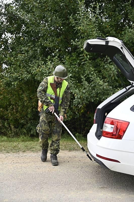 Vojáci procvičovali činnost na kontrolním propouštěcím místě, které je vstupním místem do chráněného objektu.