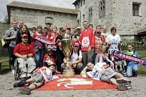 Fanoušci s pohárem zamířili na Kunětickou horu