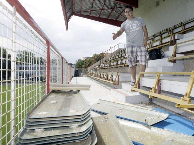 Fotbalový stadion Pod Vinicí v Pardubicích se chystá na II. ligu.