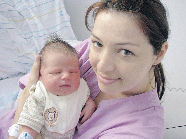 Adam Maskalík se narodil 10. května v 7:56 hodin. Měřil 50 centimetrů a vážil 3810 gramů. Maminku Janu u porodu podporoval tatínek Pavol a rodina je z Pardubic.