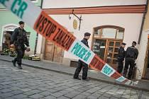 Kvůli nahlášené bombě uzavřela policie v Pardubicích Pernštýnské náměstí, radnici, školu i hlavní nádraží.