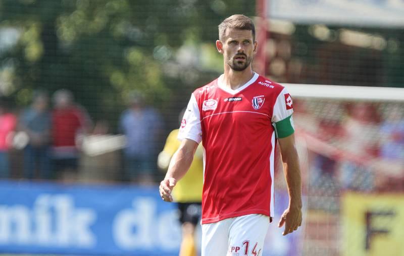 Záložník Jan Jeřábek (FK Pardubice).