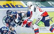 Hokejové utkání Tipsport extraligy v ledním hokeji mezi HC Dynamo Pardubice (bílém) a HC Vítkovice Ridera (v modrém) v pardudubické ČSOB pojišťovna ARENA.
