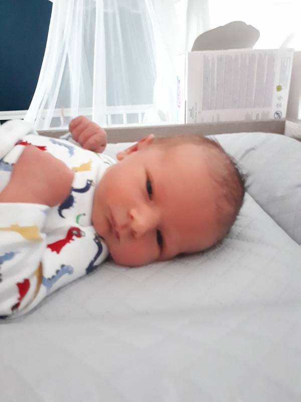 Filípek Nevečeřal se narodil 17. 7. 2021 rodičům Monice a Petrovi. Doma se na sourozence těšil 3,5letý bráška Matýsek.
