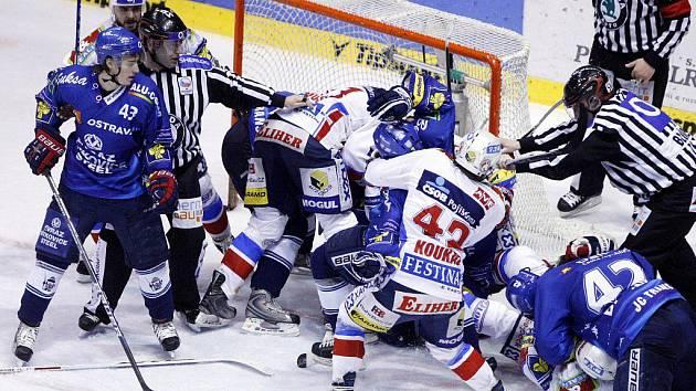 První finálové utkání ovládl domácí Eaton. Pardubice  - Vítkovice 5:1