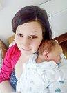 LUKÁŠ BAČINA se narodil 20. března v 8 hodin 52 minut. Měřil 53 centimetrů a vážil 3640 gramů. Maminku Lindu podpořil u porodu tatínek Lukáš. Rodina bydlí v Pardubicích. Doma na nového sourozence čeká pětiletý bráška Eliáš.