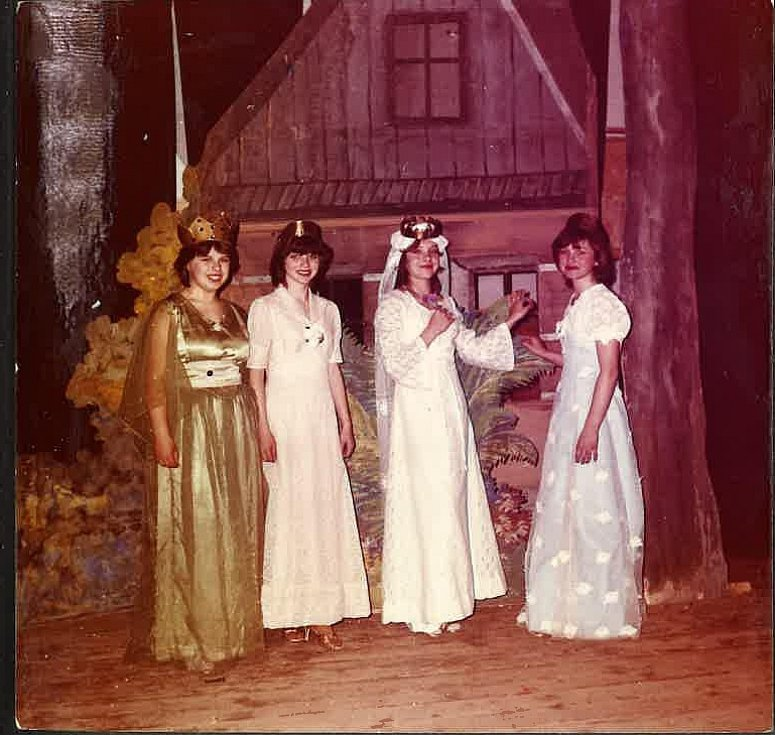 ROK 1983, žákovské divadlo.