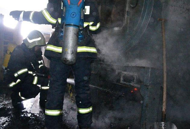 Požár vsušárně dřeva vKladrubech nad Labem způsobil škodu za 2,5milionu korun