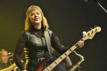 ROCKOVÁ LEGENDA Suzi Quatro vystoupila ve čtvrtek v malé  hale ČEZ Areny v Pardubicích.