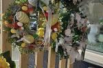 I když si letošní velikonoce nemůžeme užít jako obvykle, plné setkávání, můžeme alespoň obdivovat povedenou výzdobu a to u lidí doma nebo u obchodníků.