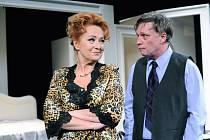 Vím, že víš, že vím… S hořko-sladkou komedií o tom, jak si udržet živé manželství zavítala do Kulturního domu Hronovická oblíbená herečka SIMONA STAŠOVÁ