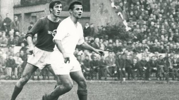 V LIGOVÉM UTKÁNÍ. Fotbalista Ján Hojsík je jedním z fotbalistů, kteří hráli ligu za pardubickou Duklu i VCHZ.