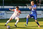 Přípravné fotbalové utkání mezi FK Pardubice (v bíločerveném) a SK Sigma Olomouc ( v modrém) na hřiřiti v Lázních Bohdaneč.